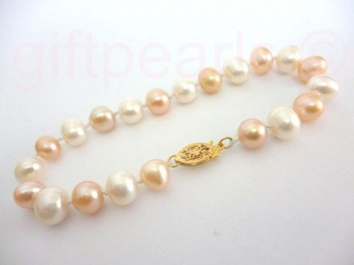 White and pink pearl bracelet with golden filigree clasp.